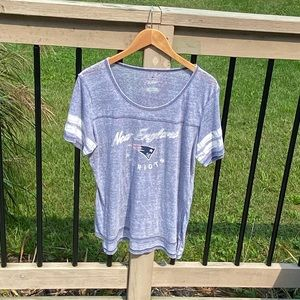 Women's New England Patriots Large Distressed Tee